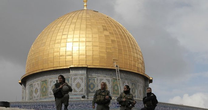 İsrail Askerleri Mescid-i Aksa'yı Tarumar Etti